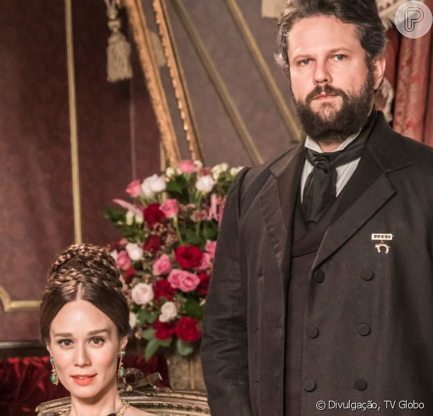 Na novela 'Nos Tempos do Imperador', Dom Pedro II (Selton Mello) se apaixona por Luísa (Mariana Ximenes), a preceptora de suas filhas, Leopoldina (Melissa Nóbrega/Bruna Griphao) e Isabel (Any Maia/Giulia Gayoso)