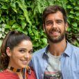 Na novela 'Salve-se Quem Puder', Micaela (Sabrina Petraglia) engata namoro com Bruno (Marcos Pitombo) após o primeiro beijo