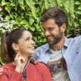 Na novela 'Salve-se Quem Puder', Bruno (Marcos Pitombo) parte para o primeiro beijo em Micaela (Sabrina Petraglia) e a pede em namoro