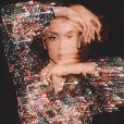 Anitta usa look de paetê em fotos para ensaio da moda