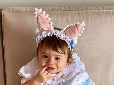 Thaeme festeja 11 meses de Liz e mostra os 2 dentinhos da filha: 'Mordeção!'