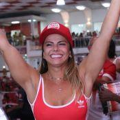 Em quarentena, Viviane Araujo festeja 45 anos ao lado do namorado. Fotos e vídeo