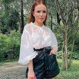 Looks de Larissa Manoela: atriz aposta no colorido em produções de 2020