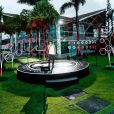 Wesley Safadão montou um palco no jardim de sua casa, no Ceará