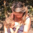 Mariana Bridi relatou que o filho caçula, Valentim, de 2 anos, não mama mais: 'Ele ainda é o meu louco do tetê e gruda no meu peito sempre que pode'