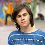 Irmã de Rafael Miguel homenageia ator e pais 1 ano após mortes: 'Sinto vocês'