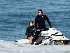 Isabella Santoni tem companhia do namorado, Caio Vaz, em dia de surfe. Fotos!