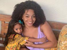 Filha de Juliana Alves usa toalha na cabeça e rouba a cena em foto. Veja!