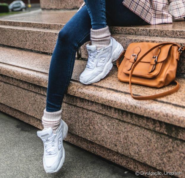 Meias à mostra: monte um look comfy com tênis e pegada sport