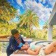 Maiara, irmã de Maraisa, apareceu fazendo massagem em casa