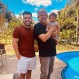 Filho de Murilo Huff e Marília Mendonça, Leo apareceu em foto com o pai e o avô paterno