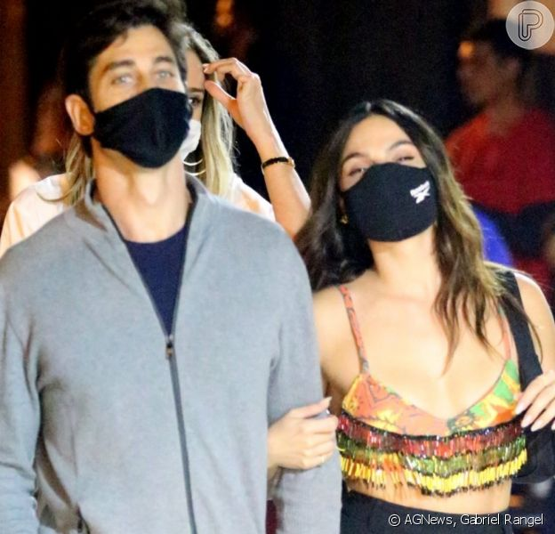 Isis Valverde e o marido, André Resende, curtem programa a dois no Rio de Janeiro, na noite desta quinta-feira, 13 de agosto de 2020