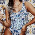 Anitta toma ducha de maiô e mostra corpo definido