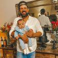 Sorocaba posou com filho, Theo, em jantar de aniversário
