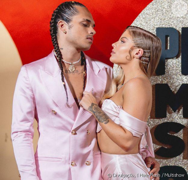 Luísa Sonza e Vitão combinam look pink de seda para o Prêmio Multishow, nesta quarta-feira, 11 de novembro de 2020