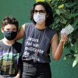 Maria Ribeiro levou o filho para votar em São Conrado, Zona Sul do Rio de Janeiro