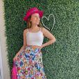 Larissa Manoela aposta em estampas divertidas. Atriz usa saia plissada da Disney