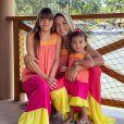 Ticiane Pinheiro e filhas usam vestidos longos e coloridos