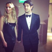 Fiorella Mattheis e Alexandre Pato vão juntos de mãos dadas a evento beneficente