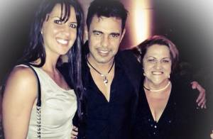 Zezé Di Camargo posa com a namorada, Graciele Lacerda, e a sogra em show