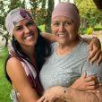Graciele Lacerda posa usando um lenço na cabeça igual Helena Camargo e esbanja estilo com a sogra