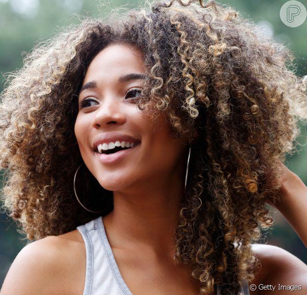 Dicas de produtos para cuidar do cabelo cacheado