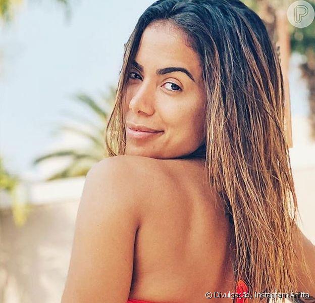 Anitta deu um beijo triplo nas gravações do reality show 'Ilhados com Beats'