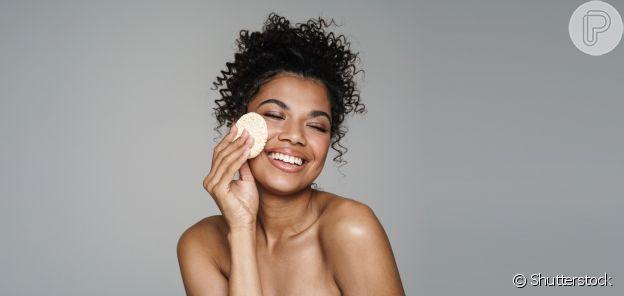 A limpeza da pele é essencial antes de começar a aplicar a maquiagem