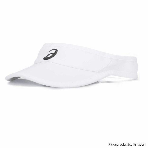 A viseira protege a pele e evita que o suor caia nos olhos