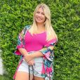 Marília Mendonça é fã de looks com cores vibrantes