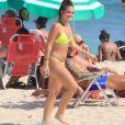 Mel Maia curtiu a praia do Leblon, no Rio de Janeiro, neste domingo 14 de março de 2021