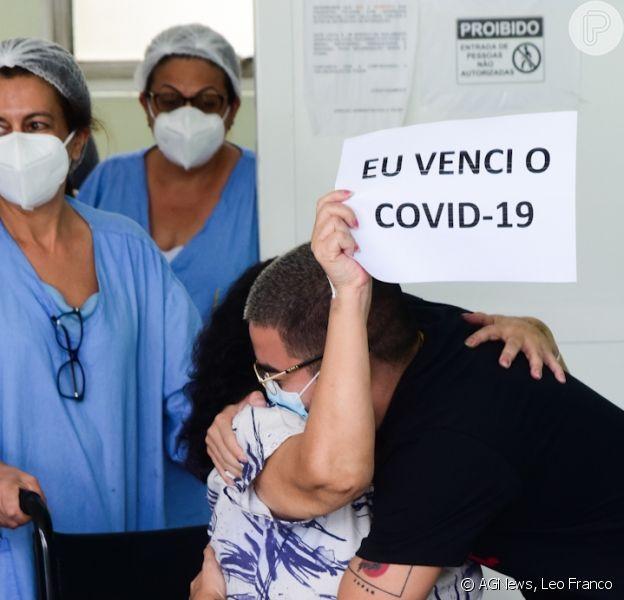 Yudi Tamashiro, ex-apresentador do SBT, se emocionou ao acompanhar alta da mãe, após internação por Covid-19