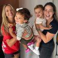 Ticiane Pinheiro e Carol Dantas se divertiram ao reunirem os filhos em fotos: ' Não importa a distância, nem se a gente se vê pouco ou muito, o que importa numa amizade de verdade é o amor eterno. Amo vocês'