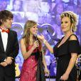 Letícia Navas apresentou o 'TV Globinho' com Emilio Eric. Atriz nega ter enfrentado período longo de dor na amamentação: ' Ele sabia o que fazer desde o dia um! Dor só nos primeiros dias mesmo'