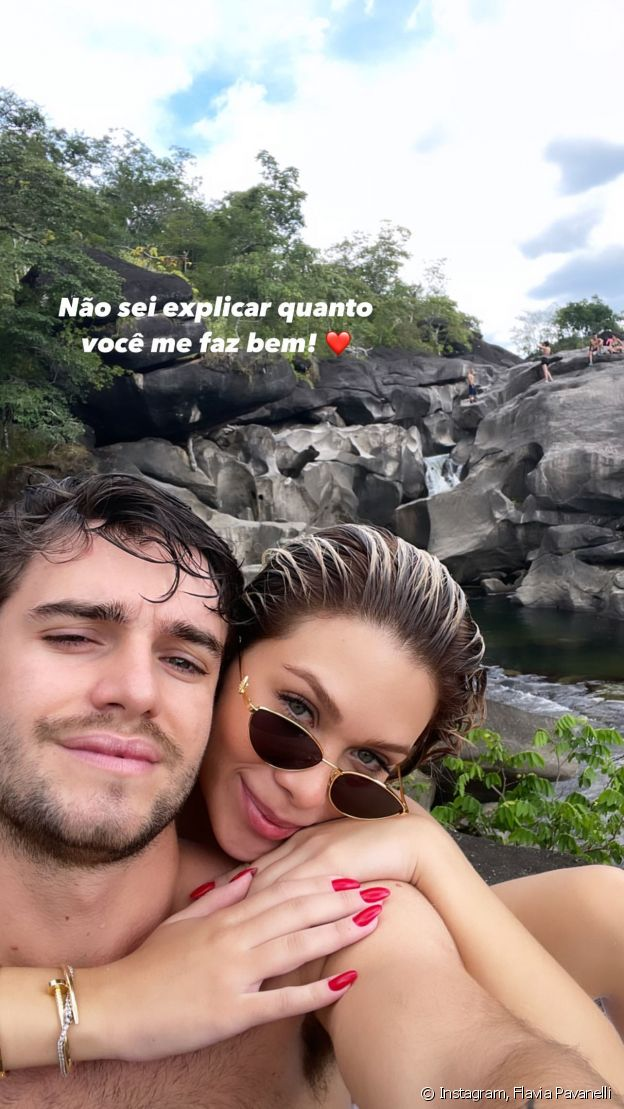 Flávia Pavanelli posta 1ª foto com novo par romântico