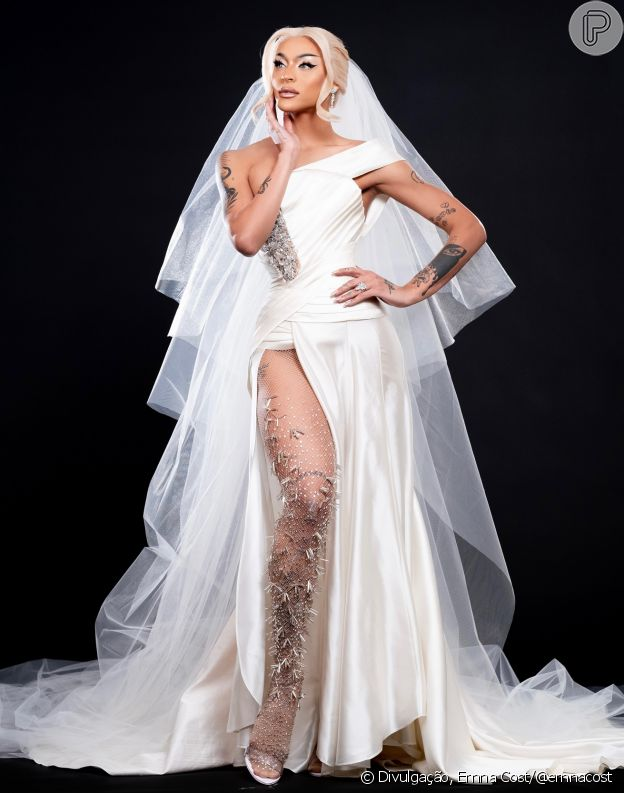 De vestido de noiva, Pabllo Vittar nega casamento e aponta sobre carreira: 'Nova era'