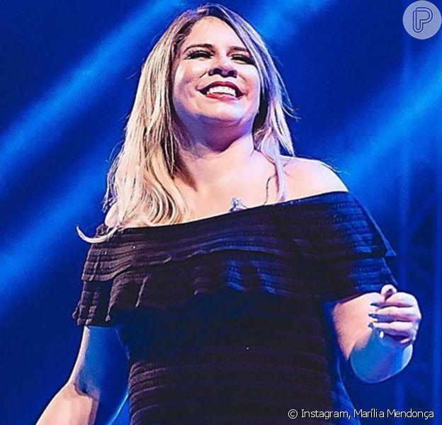 Marília Mendonça usa vestido de R$ 13 mil em live e peça a 'inspira' para tattoo. Entenda!
