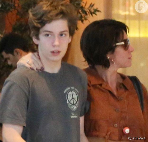 Giovanna Antonelli comemora 16 anos do filho, Pietro, e web nota: 'Maior que a mãe'
