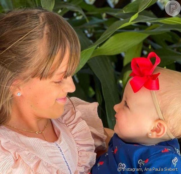 Filha caçula de Roberto Justus, Vicky ganha primeira boneca de Rafa Justus. Foto!