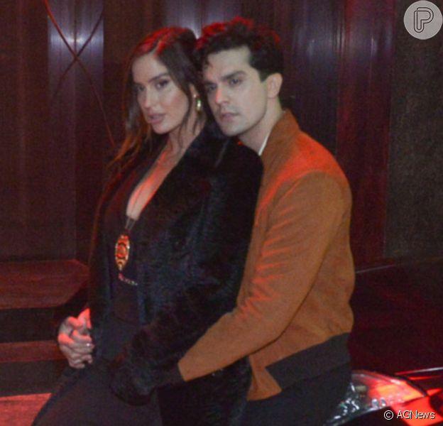 Luan Santana e Natália Barulich viajaram juntos para Trancoso após a modelo participar de gravação de clipe do sertanejo, diz o colunista Leo Dias em 3 de junho de 2021