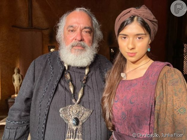 Juhlia Ficer contracena com Roberto Bonfim na novela 'Gênesis'