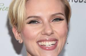 Com visual repaginado, Scarlett Johansson completa 30 anos após dar à luz Rose