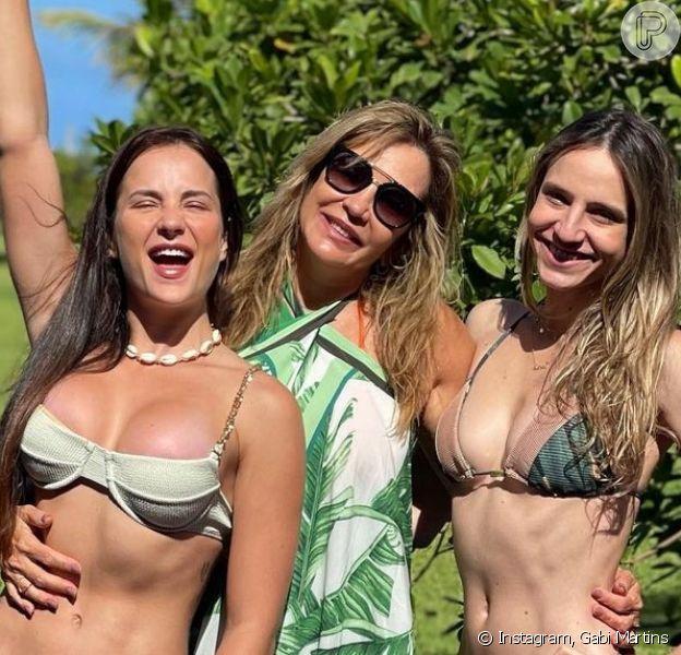 Gabi Martins publica foto de biquíni ao lado da mãe e da irmã