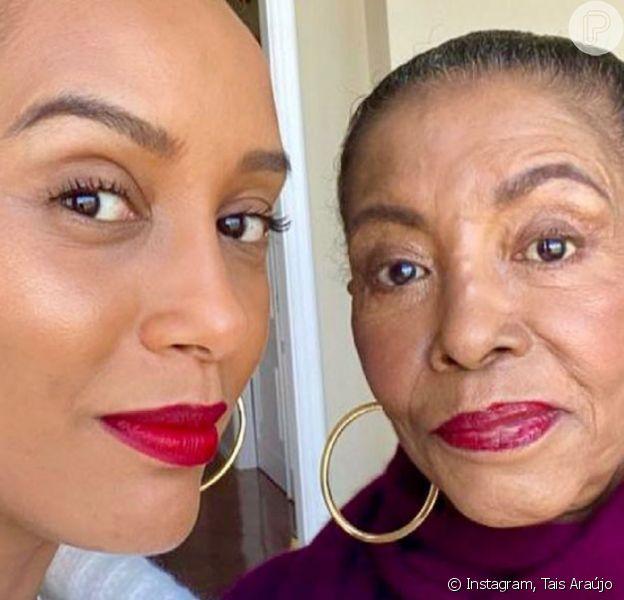 Tais Araújo aparece com a mãe, Dona Mercedes, em selfie após um ano sem se encontrarem