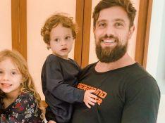 Mil e uma utilidades! Rafael Cardoso apara cachos do filho caçula e fãs elogiam