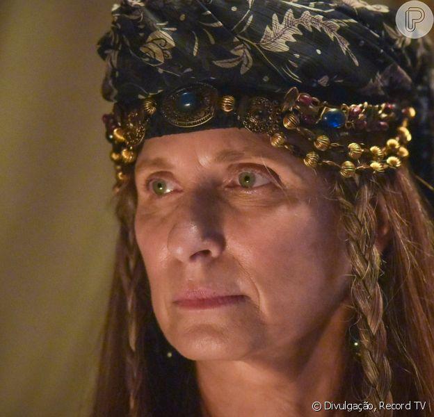 Novela 'Gênesis': Rebeca (Barbara França/Martha Mellinger) impede Esaú (Cirillo Luna) de matar Jacó (Miguel Coelho)