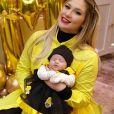 Maria Alice se vestiu de abelha na comemoração de seu primeiro mês de vida