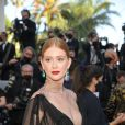 Marina Ruy Barbosa aposta em vestido com decote generoso em Cannes