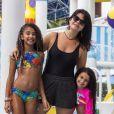 Samara Felippo cogita solução para tocar nas filhas com segurança: ' Estou pensando em fazer um abraço no plástico'