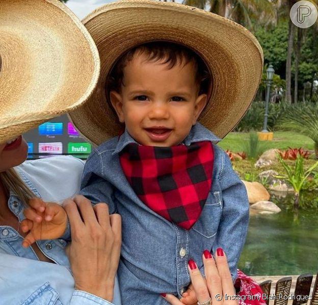 Biah Rodrigues levou o pequeno Theo para tomar três vacinas de uma só vez